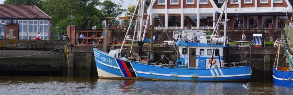 Krabbenkutter Seestern im Hafen von Neuharlingersiel