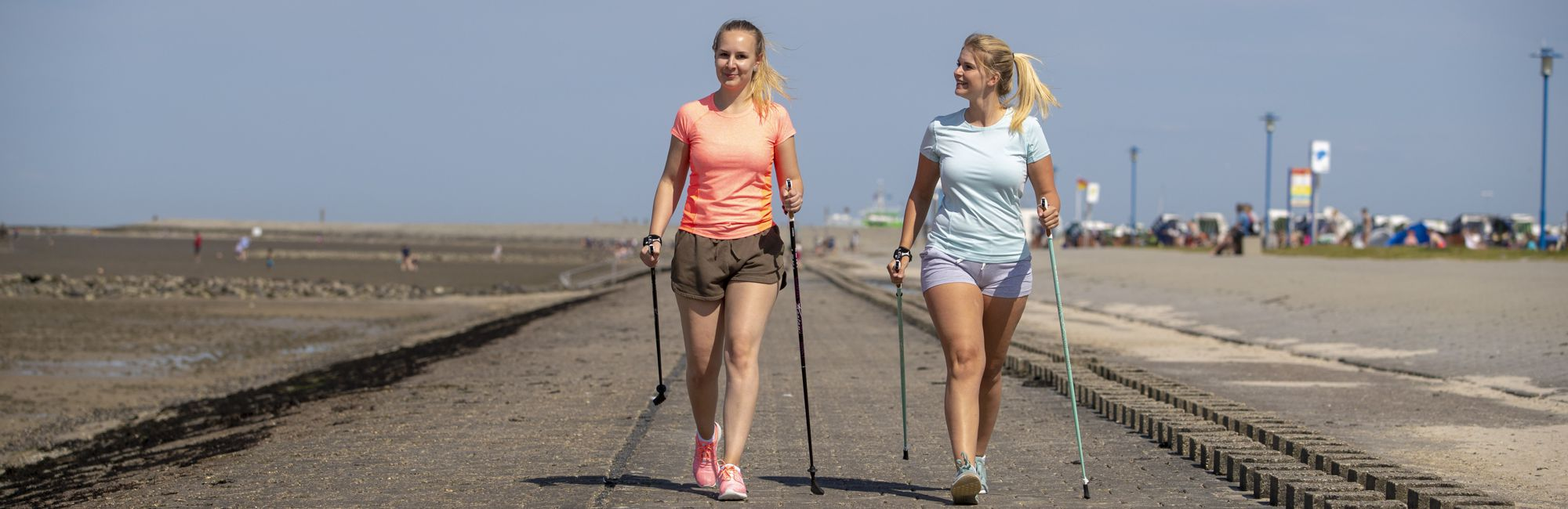 Nordic Walking am Nordsee-Strand