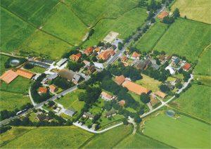 Groß Holum ist ein altes ostfriesisches Warfendorf mit etwa 50 Einwohnern