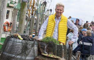 ZDF-Fernsehgarten on Tour Neuharlingersiel - 06.10.2019 - Koch und Kochbuchautor Armin Roßmeier - Foto: ZDF/Sascha Baumann