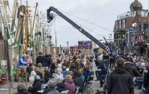 ZDF-Fernsehgarten on Tour in Neuharlingersiel - 13.10.2019 - Kochbuchautor Armin Roßmeier und Kiwi vor dem Publikum am Kutterhafen - Foto: ZDF/Sascha Baumann