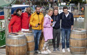 ZDF-Fernsehgarten on Tour in Neuharlingersiel - 13.10.2019 - Garry Fischmann, Yared Dibaba Matthias Junge und Lutz van der Horst freuen sich bereits auf das Krabbenpulen - Foto: ZDF/Sascha Baumann