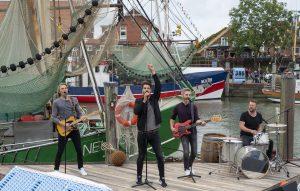 ZDF-Fernsehgarten on Tour Neuharlingersiel - 06.10.2019 - Pop-Band 'Jeden Tag Silvester' - Foto: ZDF/Sascha Baumann