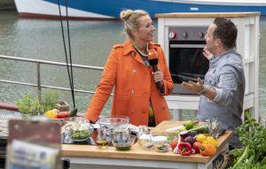 ZDF-Fernsehgarten on Tour Neuharlingersiel - 06.10.2019 - Koch Franz Schned zaubert Leckereien auf der Lulu Meinders - Foto: ZDF/Sascha Baumann