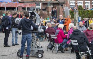 ZDF-Fernsehgarten on Tour Neuharlingersiel - 06.10.2019 - Kiwi und Schriftsteller Klaus-Peter-Wolf - Foto: ZDF/Sascha Baumann