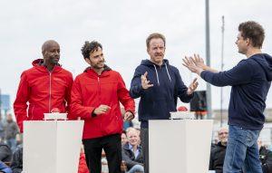 ZDF-Fernsehgarten on Tour in Neuharlingersiel - 13.10.2019 - Yared Dibaba, Garry Fischmann, Matthias Junge und Lutz van der Horst beim Quiz zum Ostfriesen-Abitur - Foto: ZDF/Sascha Baumann