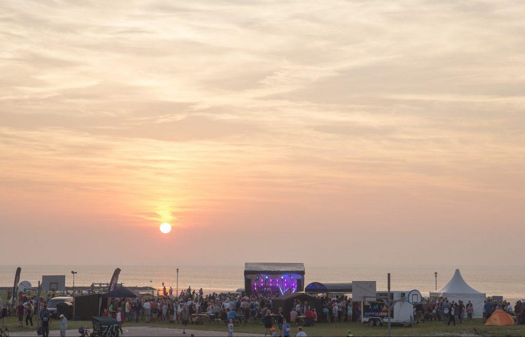 Strandfete mit Sonnenuntergang