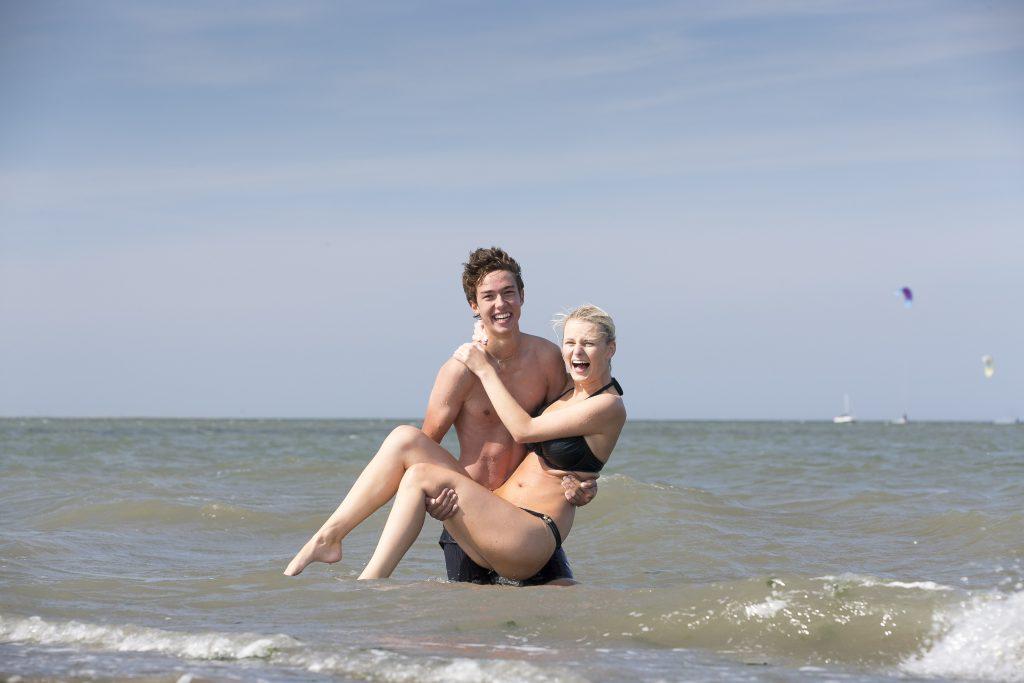 Schwimmen in der Nordsee bringt nicht nur jede Menge Spaß und ist sehr erfrischend, sondern auch gesund! Die frische Meeresluft an der Nordseeküste ist angereichert mit Aerosolen und durch das Einatmen eine Wohltat für Ihre Bronchien