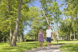 Im Sielhof-Park können Sie spazieren oder auf einer Parkbank verweilen