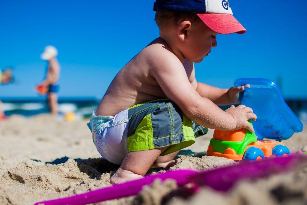 Kleines Kind am Strand